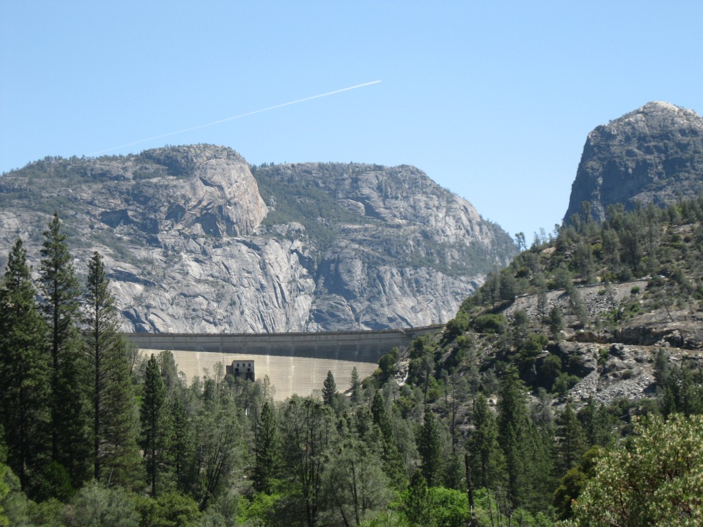 L: Hetch Hetchy Dome; R: Kolana Rock; Middle: O'Shaughnessy Dam