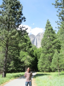 The highlight of this walk is that you can see Yosemite Falls from all over the trail. This path leads to Yosemite Lodge.