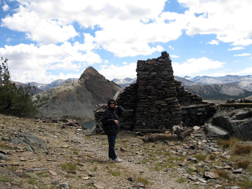 On the official trail: Gaylor Peak (L), stone cabin (R).