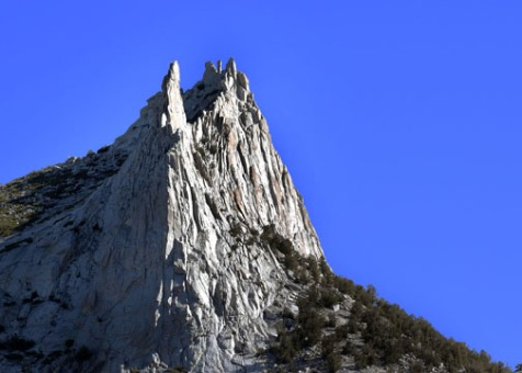 Eichhorn Pinnacle in the front.